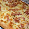 Pizza patate, cipolla e bacon